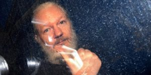 Julian Assange Entregado a las autoridades británicas